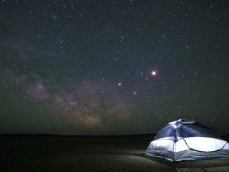 Zelt unter Sternenhimmel