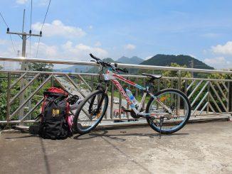 Fahrrad auf einer Brücke